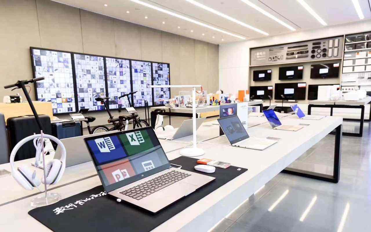 """对于该店的开业,雷军表示,""""小米之家是小米新零售战略的重要的组成部分,深圳旗舰店的开业是小米新零售探"""