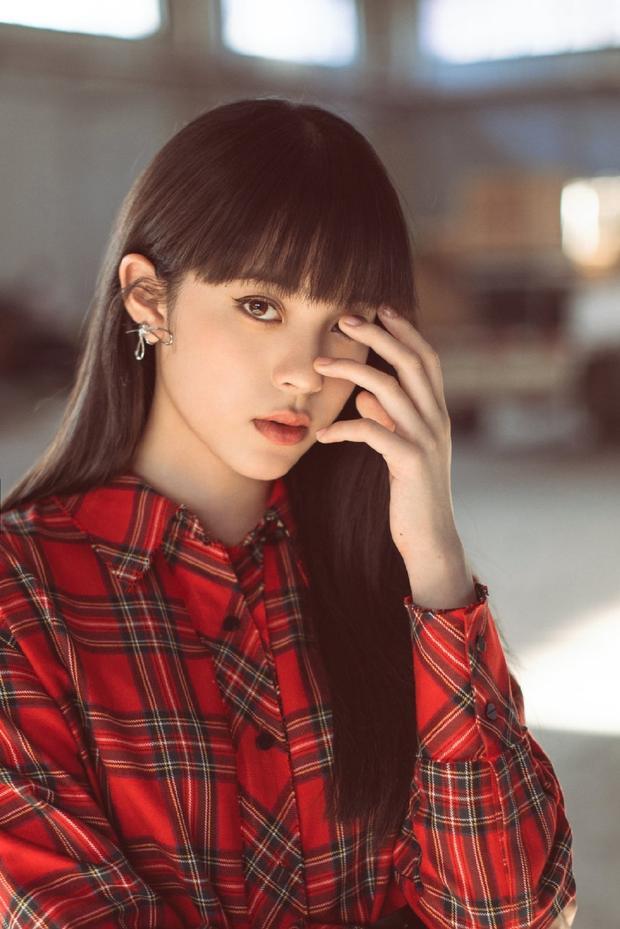 欧阳娜娜新写真曝光 齐刘海配眼线萌妹子变酷girl图片
