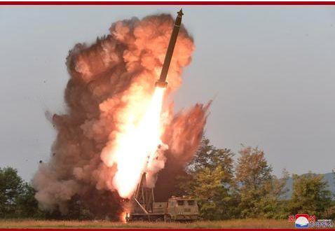 现场曝光!金正恩再次指导超大型火箭炮试射