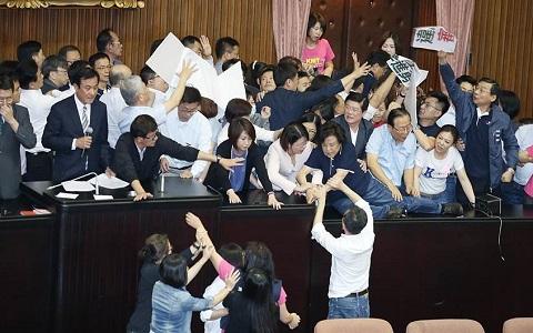 看着都累,为什么台湾一年到头总在忙选举?