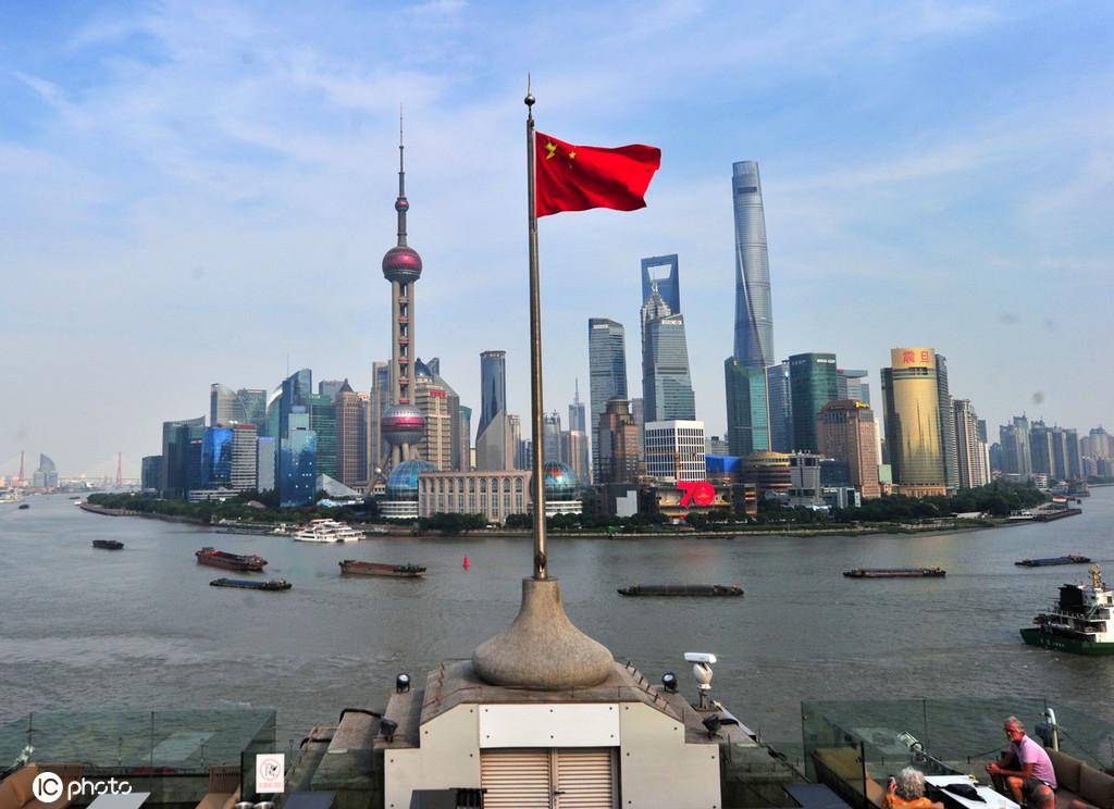喜迎国庆 上海街头到处洋溢热烈喜庆氛围