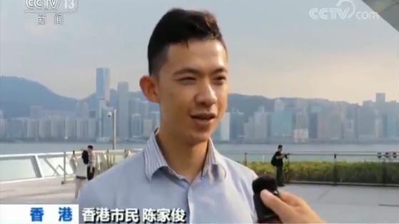 """香港市民""""快闪唱国歌"""" 期待国庆阅兵"""