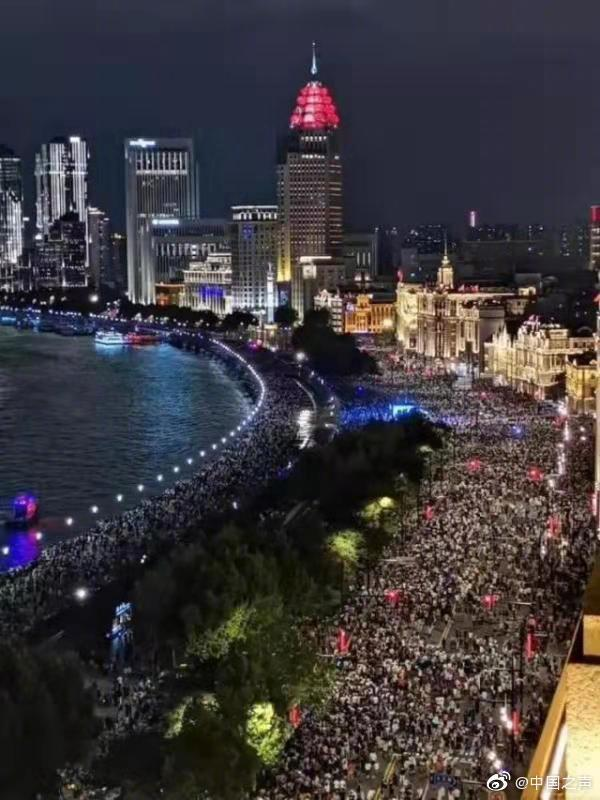 国庆景区:上海外滩变人滩 2天64.5万人次游西湖