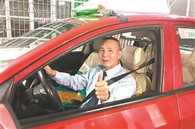 <b>送锦旗、奖励百倍车费,这位广州的哥做了啥?</b>