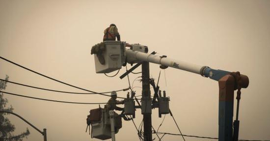 加州为防野火迎来史上最大规模预防性停电,超三百万人受影响