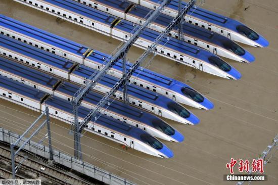 臺風肆虐日本河川潰堤 這里的新干線列車全被淹了!