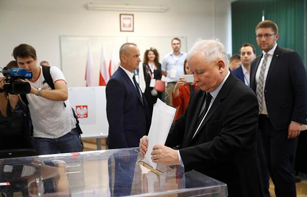 外媒:出口民调显示波兰执政党在议会选举中获胜