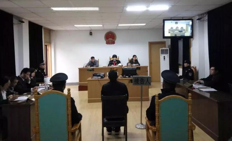 因拦公交车未停西安男子殴打司机 肇事者在法院公开受审