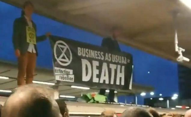 """哟?英国示威活动加剧,政府要求警方""""严厉镇压"""""""