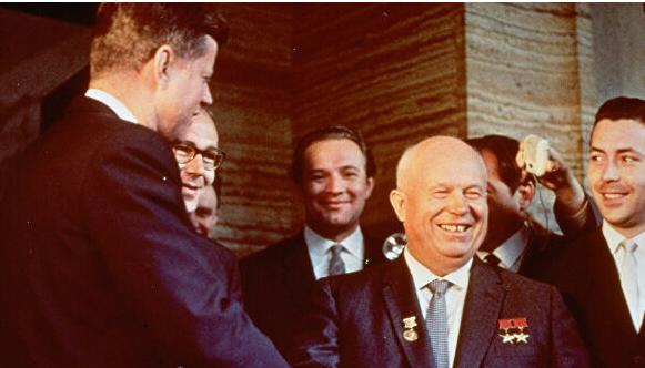 """赫鲁晓夫曾收肯尼迪""""傻瓜""""警告信?他的曾孙女:如果信是真的,会怼回去"""