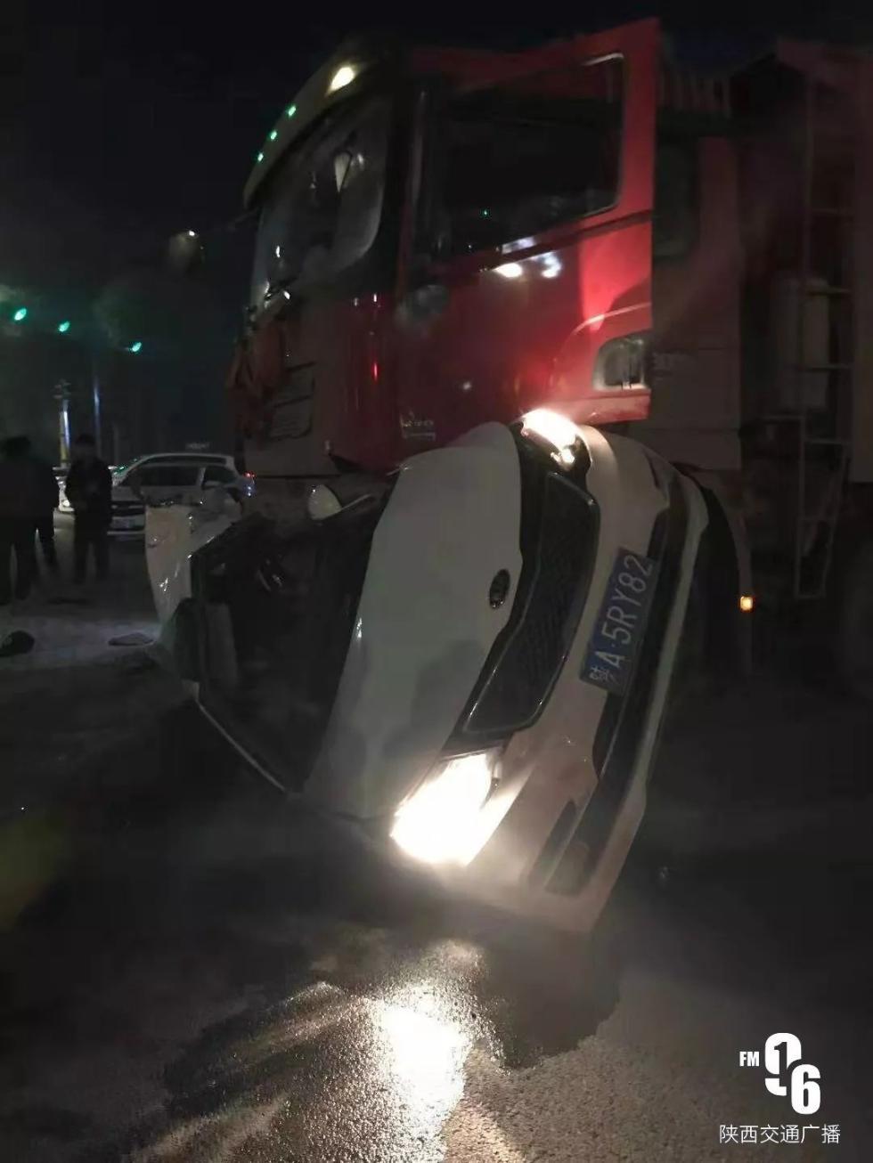<b>西安临潼4死车祸事故路段调查:渣土车超速、闯红移动速度也是很快灯是寻常刚才</b>