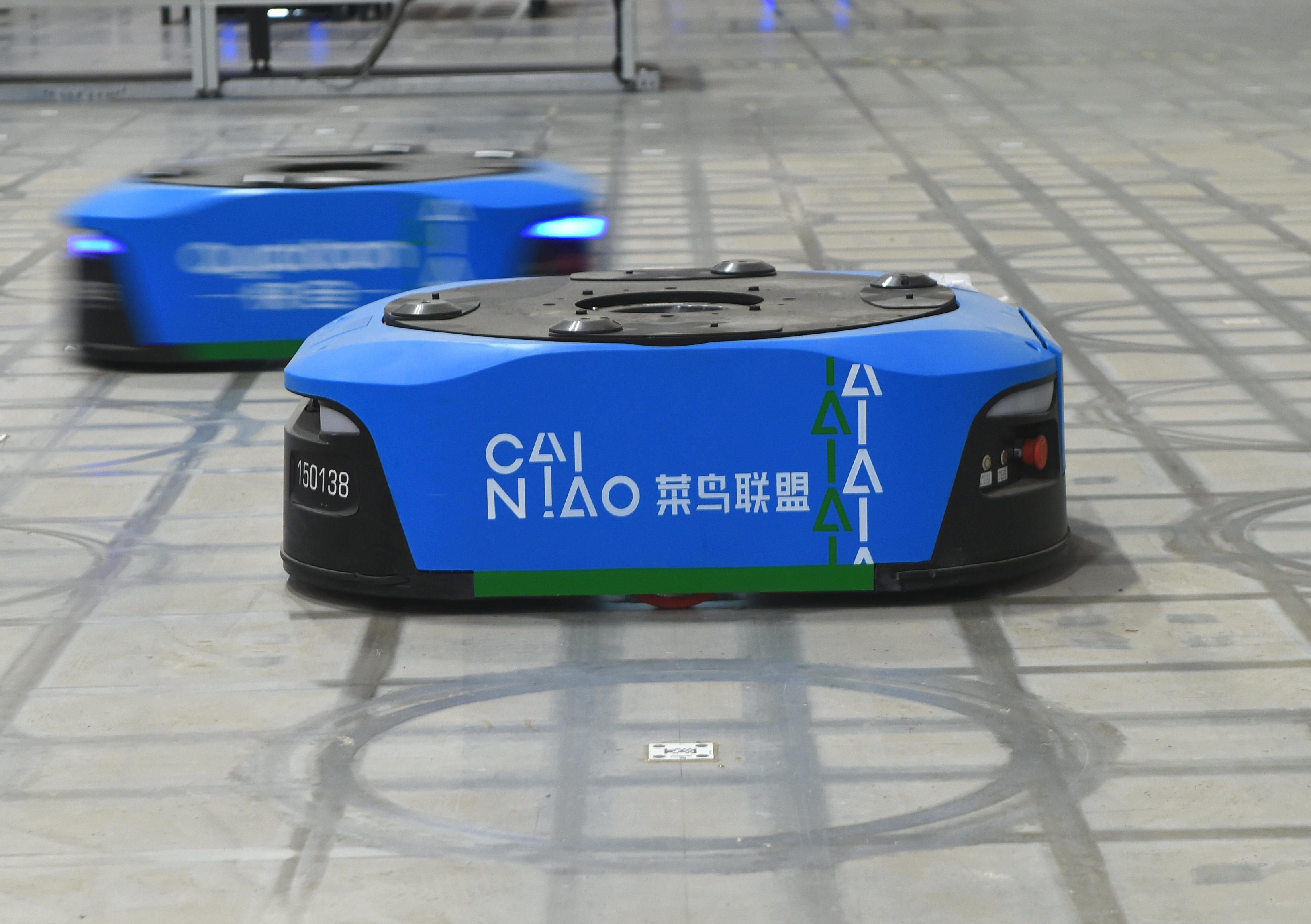 菜鸟新一代智能仓上线  超千台机器人协同作业