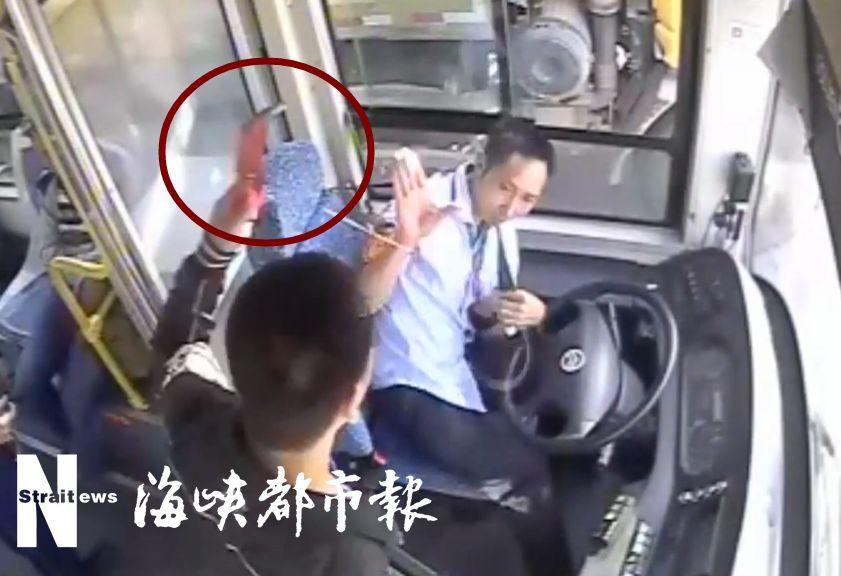 又一起!事发莆田!男子乘公交中途想下车,竟威胁司机、砸破车门