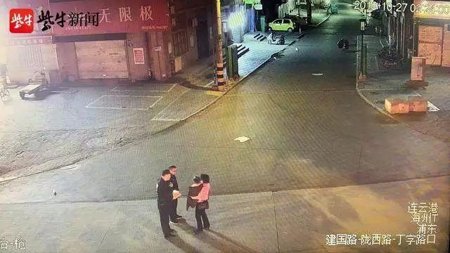 两岁女童凌晨独自赤脚在街上,一陌生女子出现