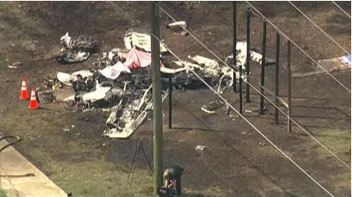 美国佛罗里达州一小型飞机紧急迫降时撞上汽车,事故造成2人死