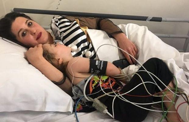 惊吓万圣节!澳大利亚3岁女童吞下糖果后被紧急送医
