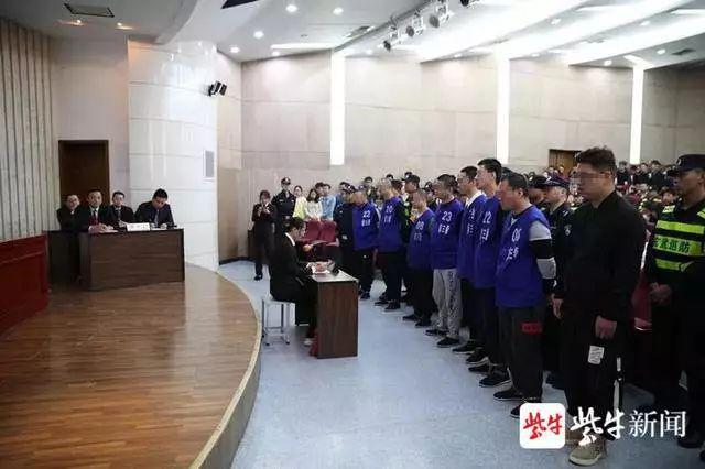 校外美发店强迫大学生贷款办卡,恶势力犯罪集团8人获刑