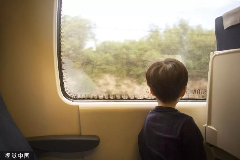 一年级男童独乘列车,妈妈来接也拒绝回家,真相令人心酸……