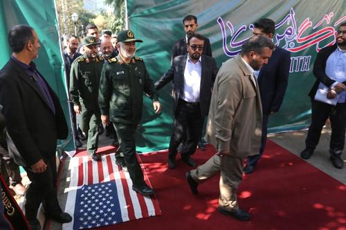 人质事件40周年纪念日前,伊朗反美壁画上新:击落的无人机、断臂的自由女神