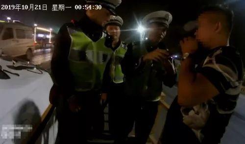 """杭州司机""""戏精""""上身,深夜遇查酒驾佯装修车,结果悲剧了"""