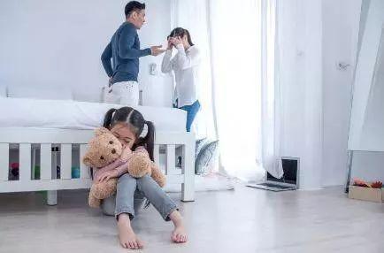 老婆在家照顧孩子竟開口要工資?!這個丈夫怒提離婚,結果讓人意想不到……