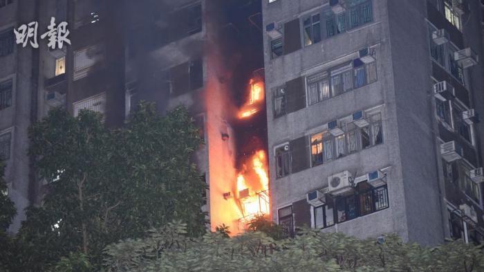 香港一住宅凌晨起火致1死2伤 事发时消防喉无水