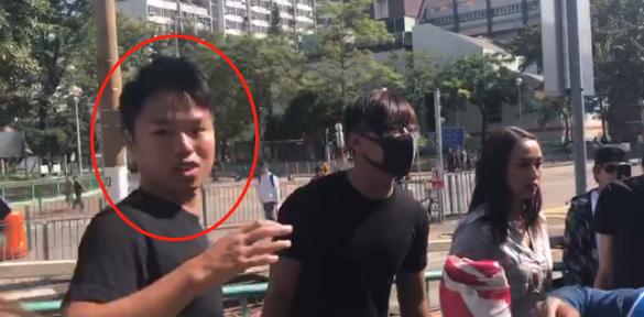 港媒:黑衣人到何君尧街头拉票现场捣乱,被人扯下口罩后一脸尴尬