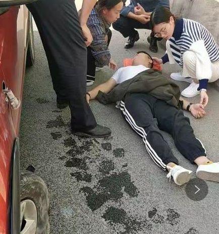 杭州男子高速上当场昏迷!俩95后女医生路过马上施救!