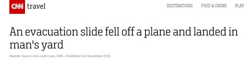 美国一男子正在院中干活,飞机撤离滑梯突然从天而降……