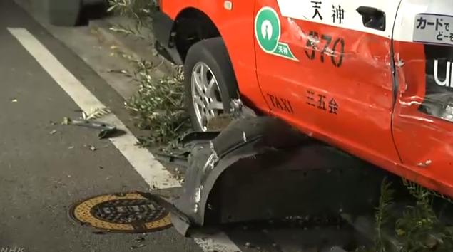 突发!日本闹市街头:出租车撞车后又冲上人行道连撞数人,2人伤势不明