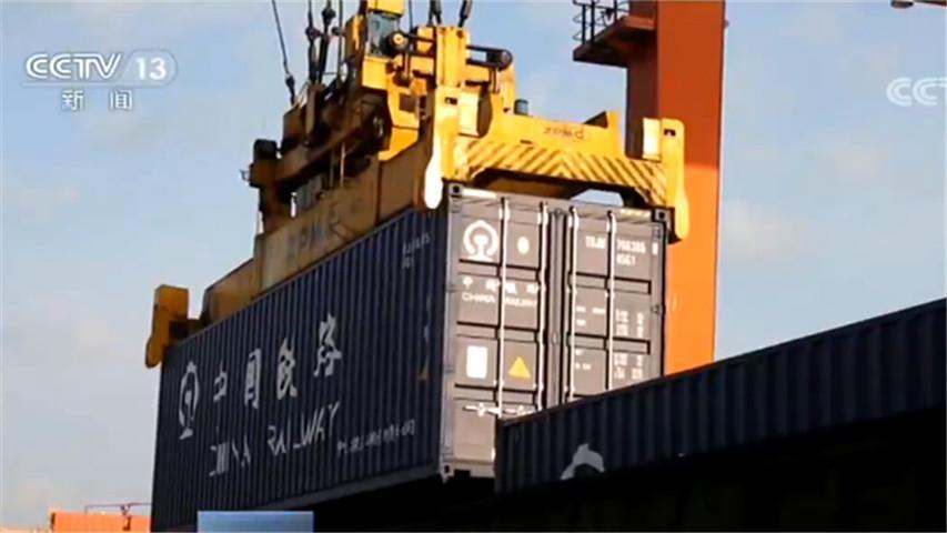 全国交通累计运送防控物资近10万吨