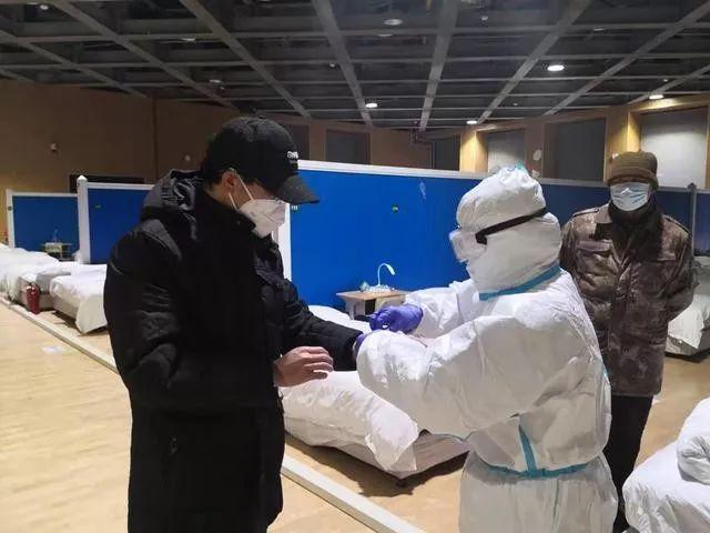 武昌方舱医院开始集中收治轻症确诊患者