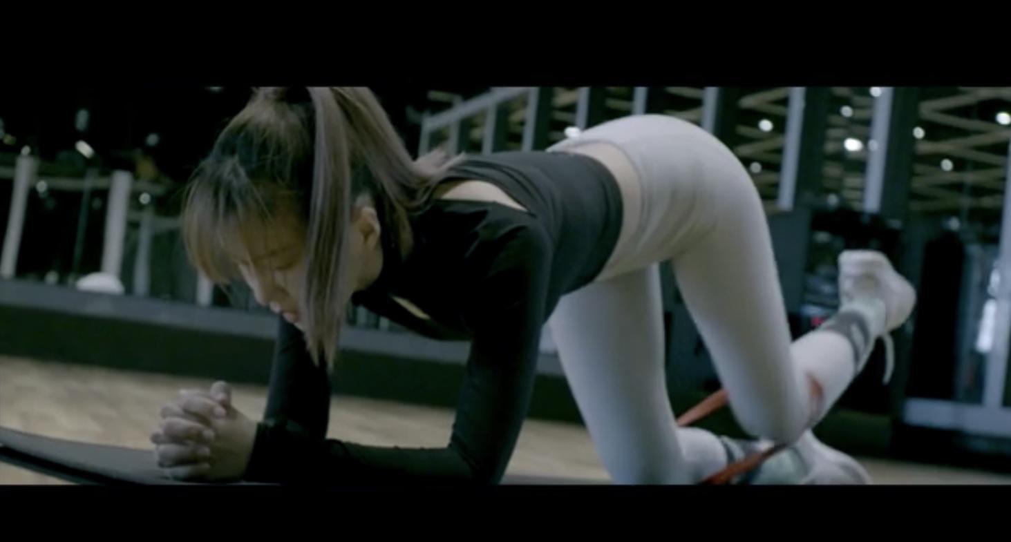 谭维维健身课堂上线 尽显蜜桃臀好身材