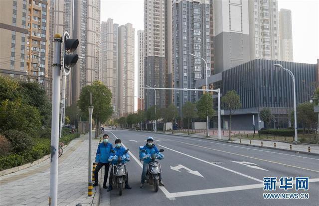 """美媒点赞武汉外卖小哥:他们是中国重要的""""动脉"""""""