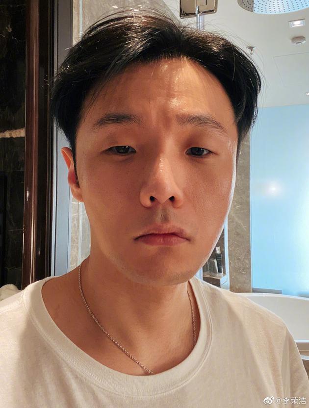 李荣浩晒自拍掉十个粉丝:搞的我不敢发了