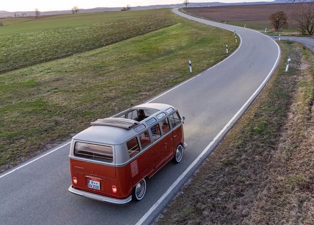 大众发布e-Bulli概念车 穿越到现代的电动车