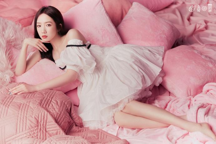 火箭少女最新大片曝光 全员粉白色系套装演绎甜美浪漫