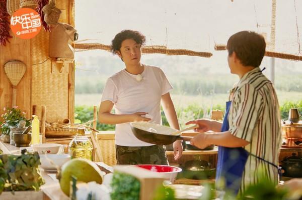 《向往4》黄磊回忆闪亮的日子 蘑菇屋好友共赏超级月亮