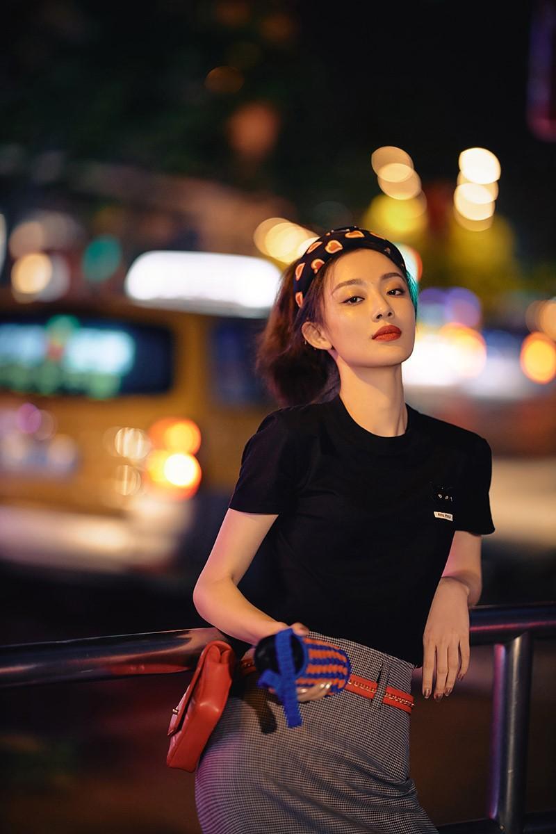 孙佳雨最新写真曝光 个性穿搭引热议