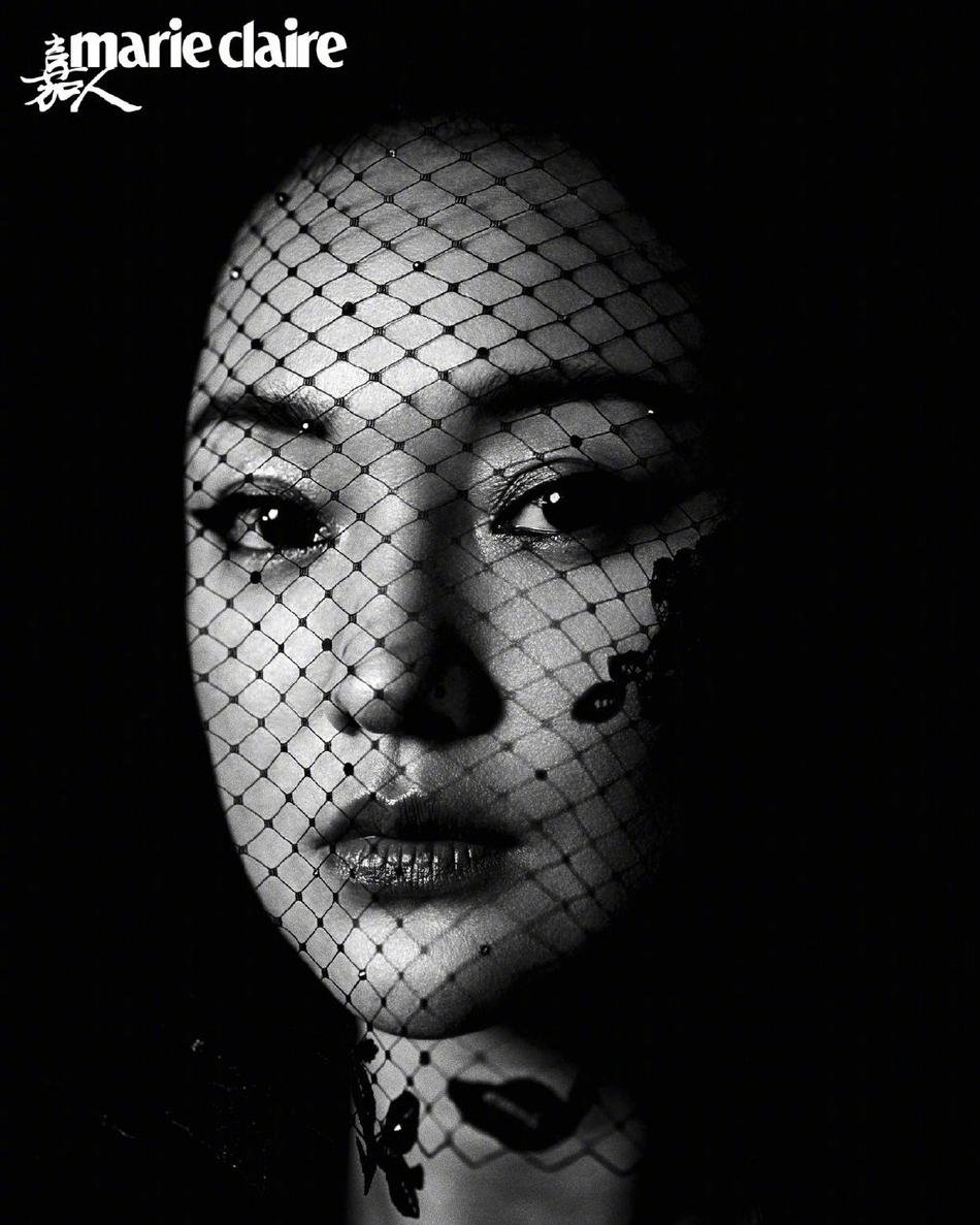 周迅暗黑系妆容酷帅满分 面纱造型优雅从容张力十足