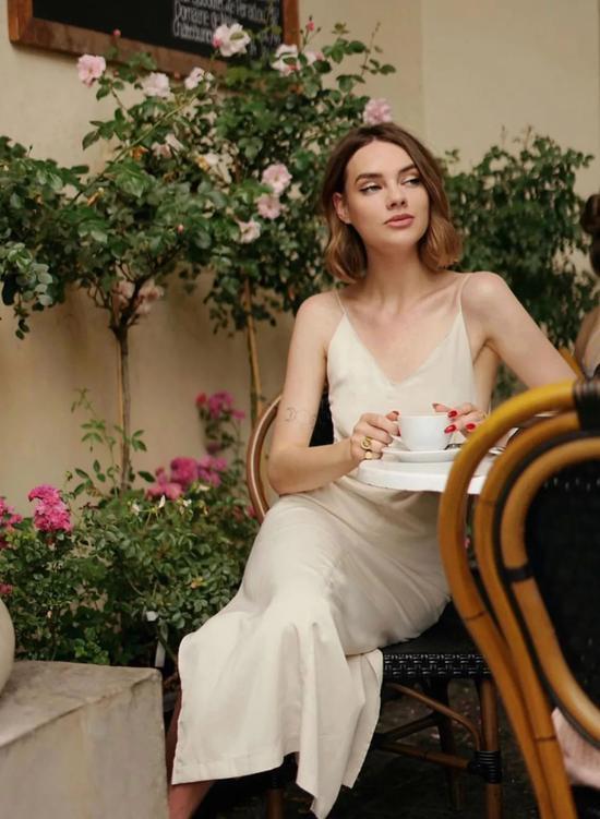 """优雅、性感关键是还凉快 夏天只会穿""""黑白灰""""的女人"""