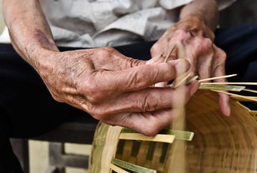 患病老人需要三大支撐