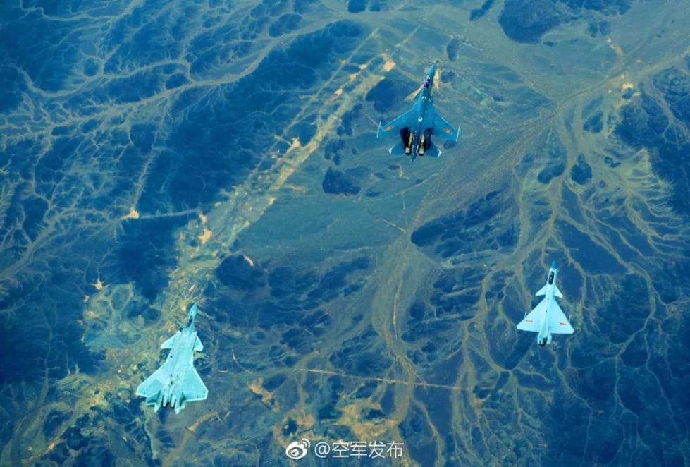 中国空军歼-20、歼-16、歼-10C三款先进战斗机同框