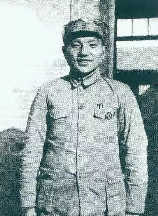 △1937年,邓小平任八路军政治部副主任。