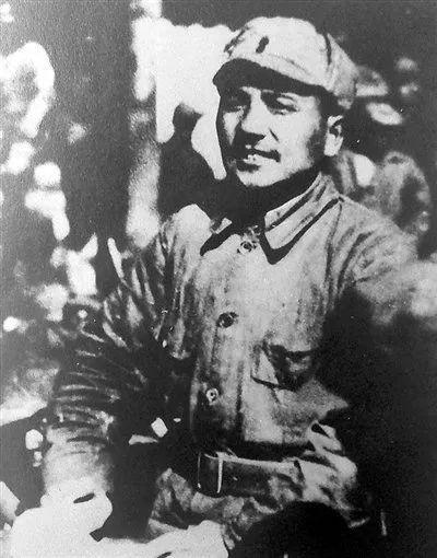 △1938年春,邓小平同志在山西省黎城县向部队进行战斗动员。