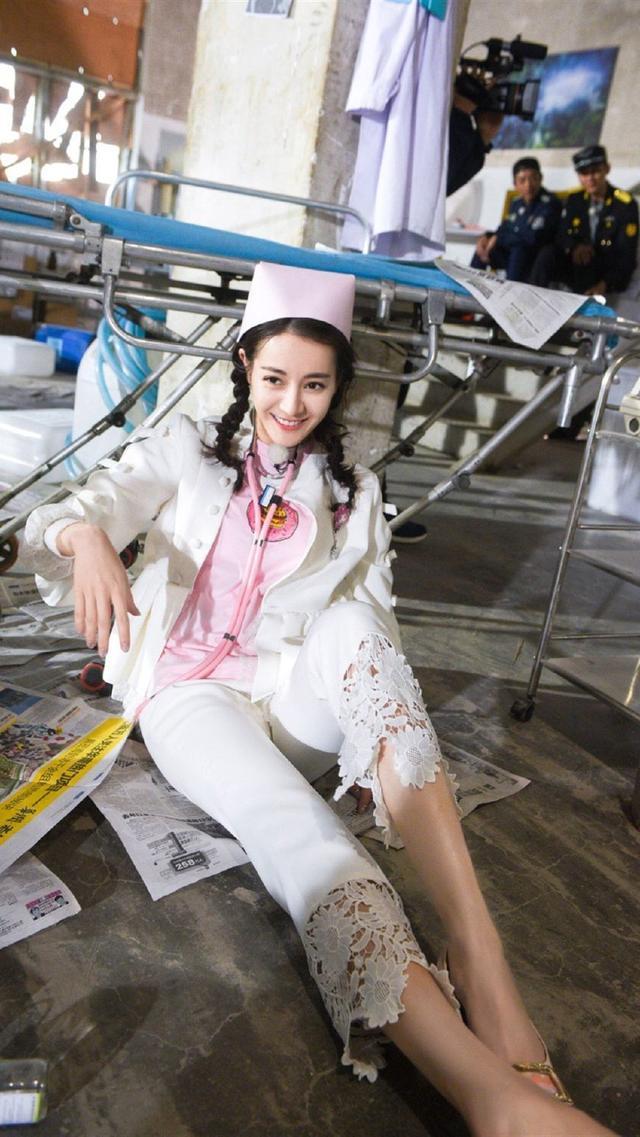 穿环的猛女_当女明星们换上护士服,柳岩林志玲最抢镜,网友:我想打针!