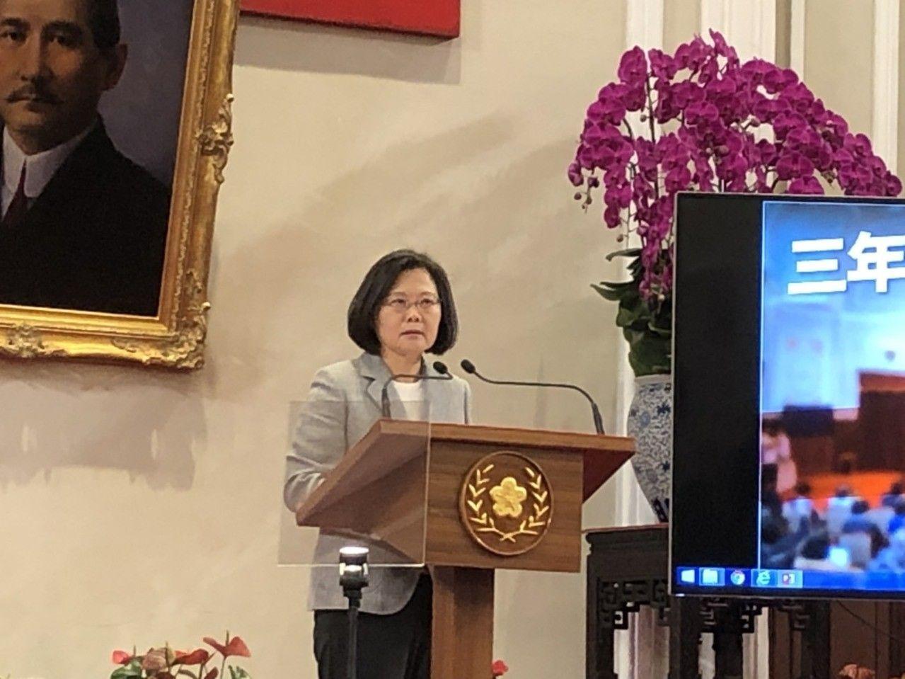 """蔡英文参加""""三年有成台湾进步关键字""""记者会(图片来源:台媒)"""