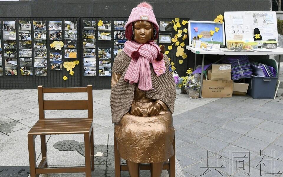 图为韩国象征慰安妇受害者的少女像