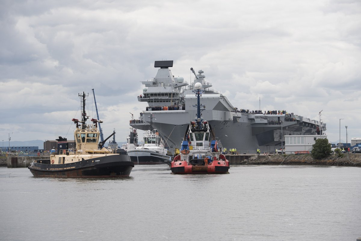 返回港口的伊丽莎白女王号航母