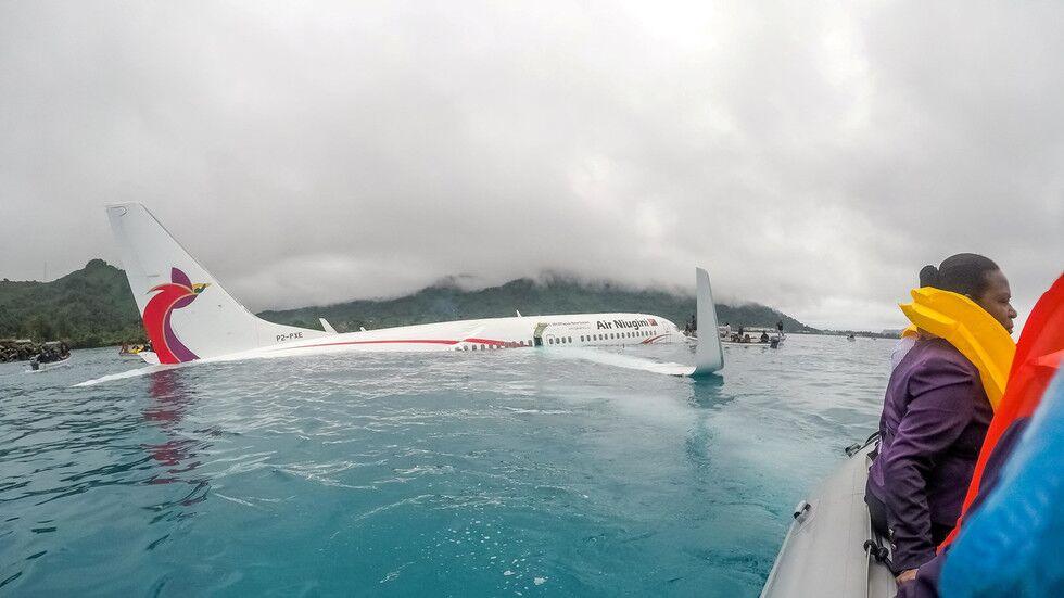 客机坠海视频截图